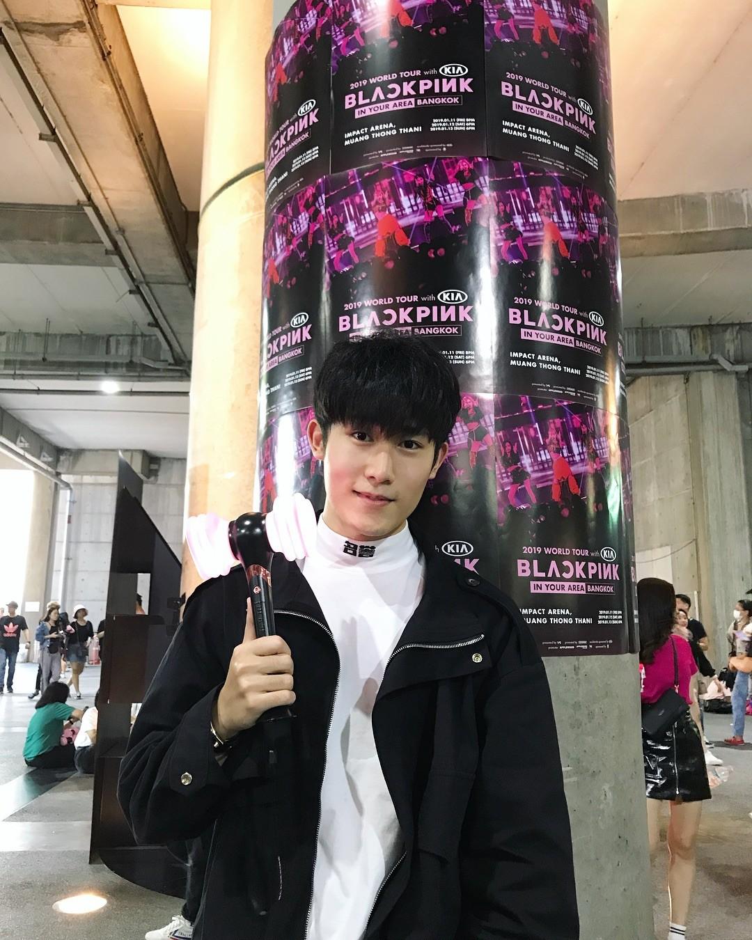 Dàn sao Thái khủng đến ủng hộ em gái quốc tế Lisa tại concert Black Pink, nhưng bố mẹ của cô mới là tâm điểm - Ảnh 16.