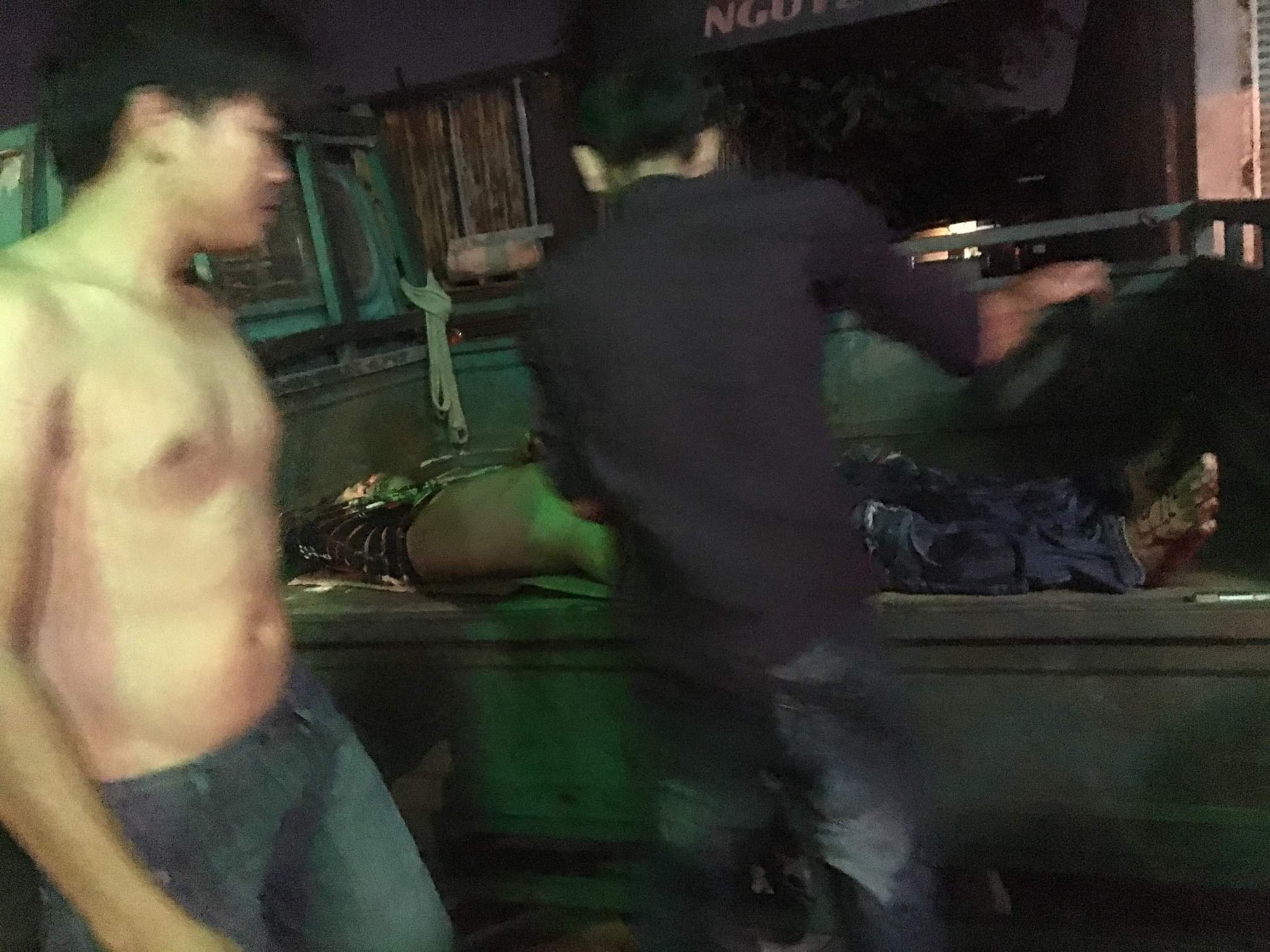 Nhóm giang hồ truy sát 4 thanh niên nguy kịch ở phòng trọ Sài Gòn - Ảnh 3.