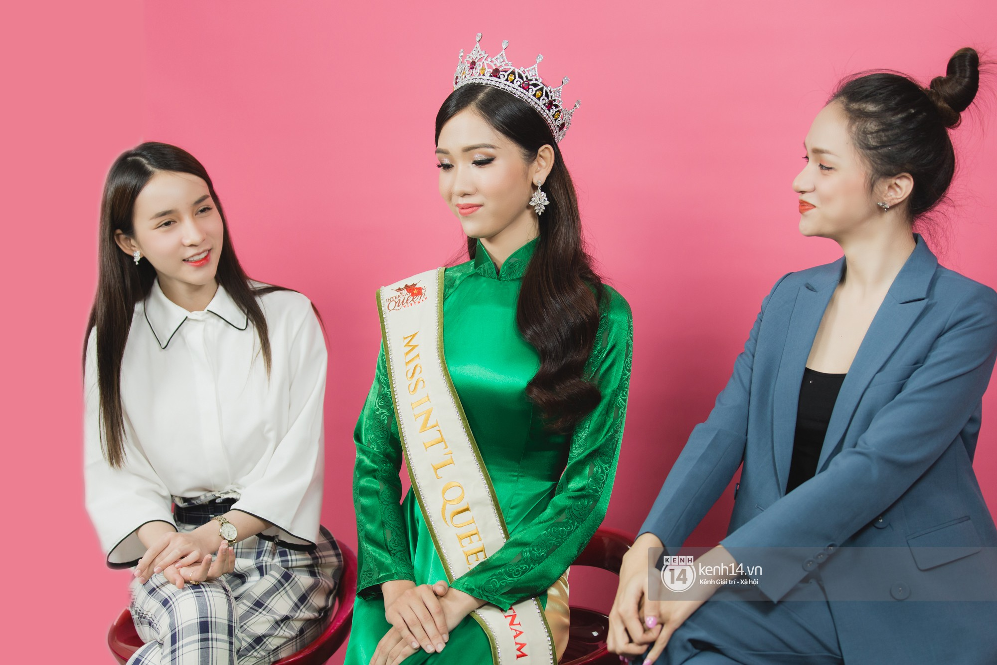 Quán quân The Tiffany Vietnam Nhật Hà diện áo dài đọ sắc cùng Hoa hậu Hương Giang và Á hậu Yoshi - Ảnh 1.