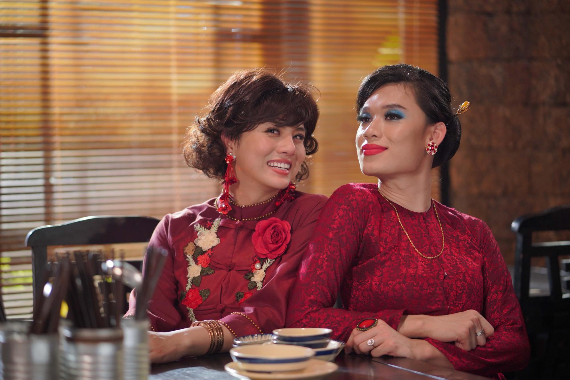 Duy Khánh và Quang Trung Tết này rủ nhau trở thành 2 bà cô vừa già, vừa ế vừa khó tính trong web drama Bà 5 Bống - Ảnh 3.