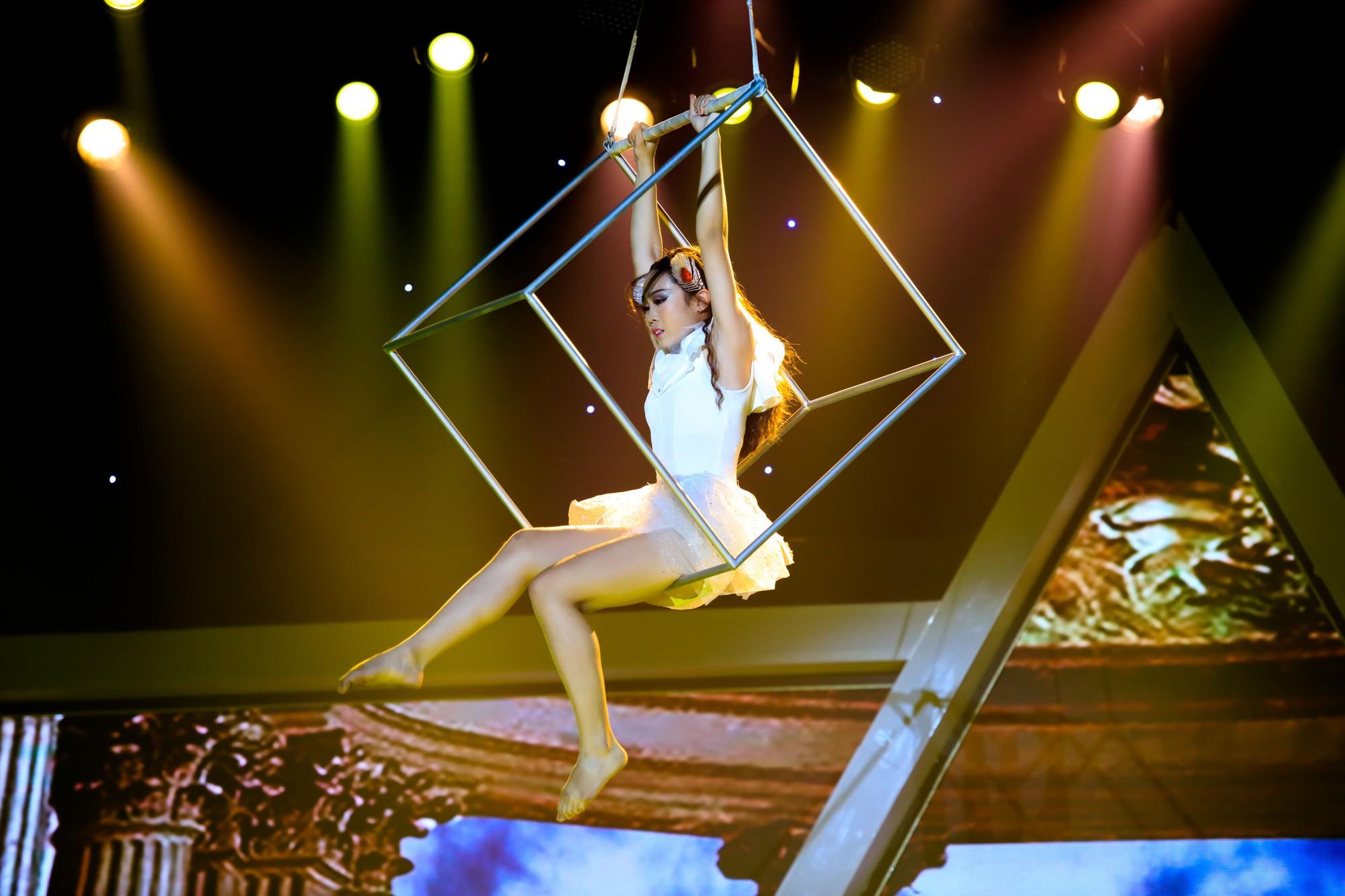 Phạm Lịch ngậm ngùi nhớ lại cảnh từng bị ném gạch khi đang biểu diễn - Ảnh 7.