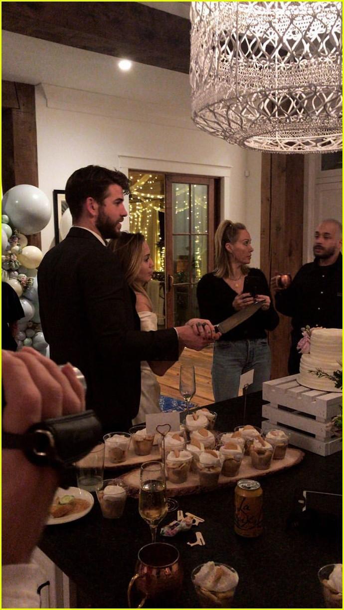 Đây là cảm xúc của Miley Cyrus khi bị khách mời tự tiện rò rỉ ảnh cưới dù không được phép - Ảnh 1.