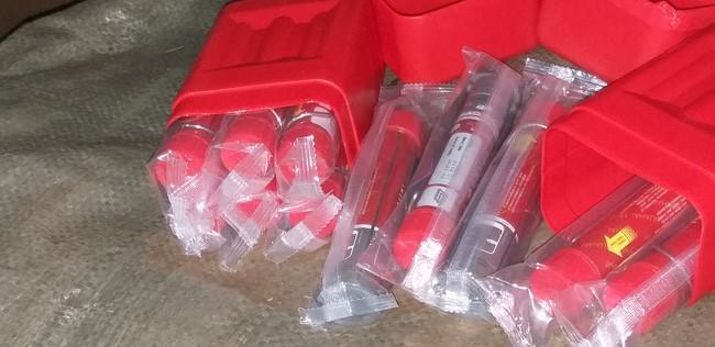Cảnh sát 141 Hà Nội phát hiện chuyến xe chở hàng trăm quả pháo và túi xách nhái hàng hiệu - Ảnh 8.