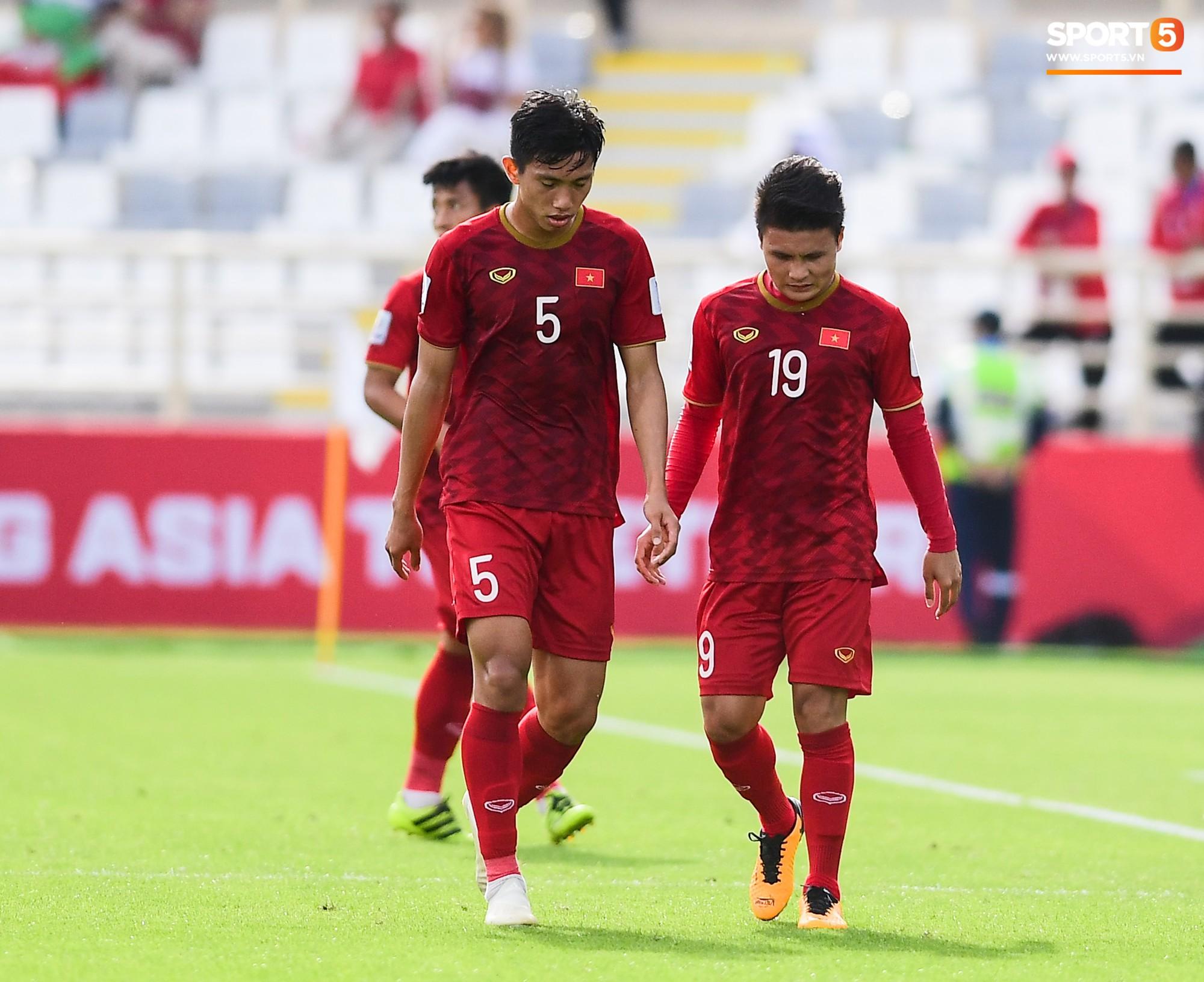 Tuyển Việt Nam tại Asian Cup 2019: Người đổ máu, người sưng húp mắt, mất trí nhớ tạm thời - Ảnh 8.