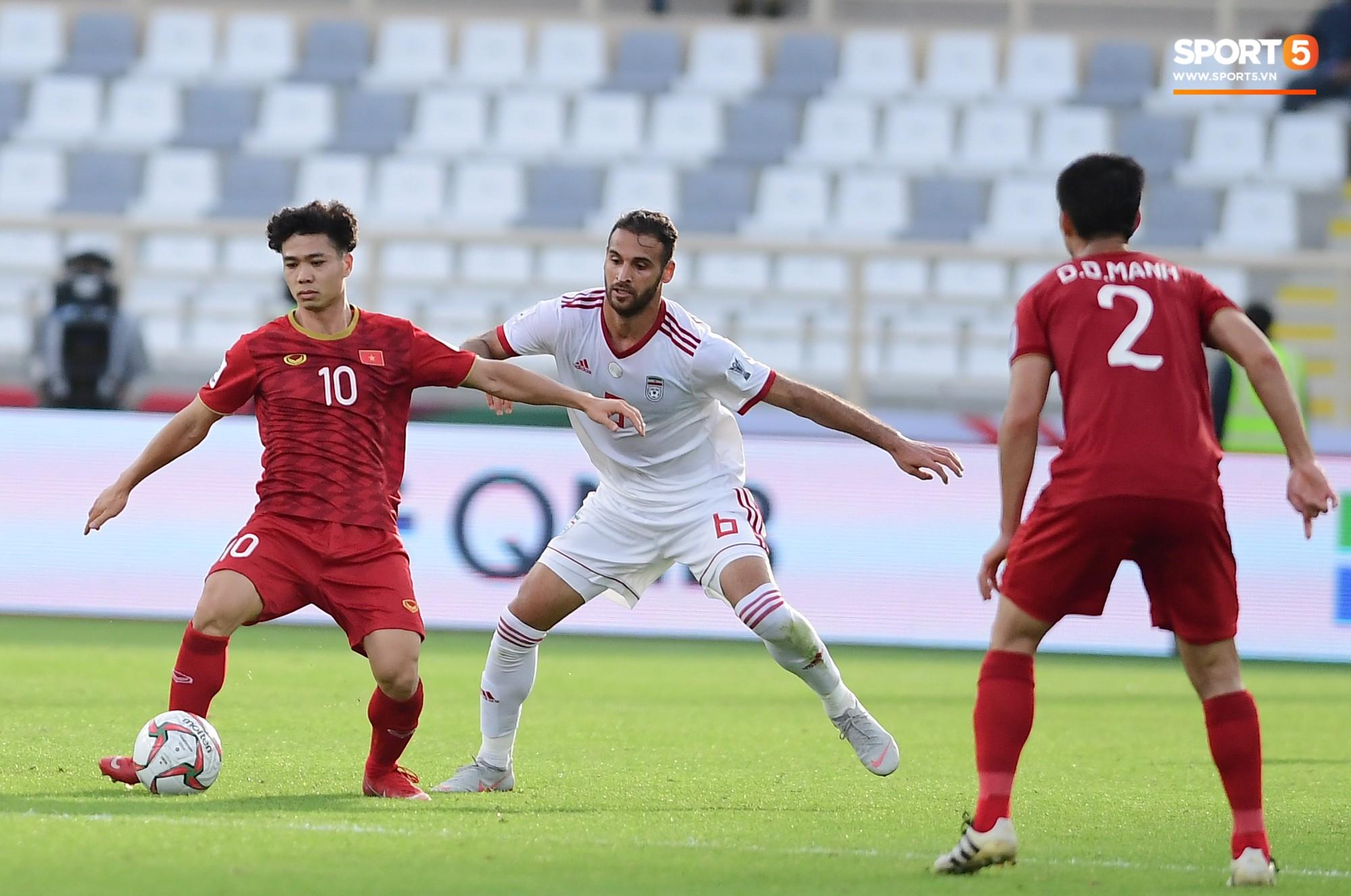 Nếu Công Phượng xử lý nhanh hơn, Duy Mạnh đã không lỡ hẹn trận đấu cuối cùng ở vòng bảng Asian Cup 2019 - Ảnh 1.