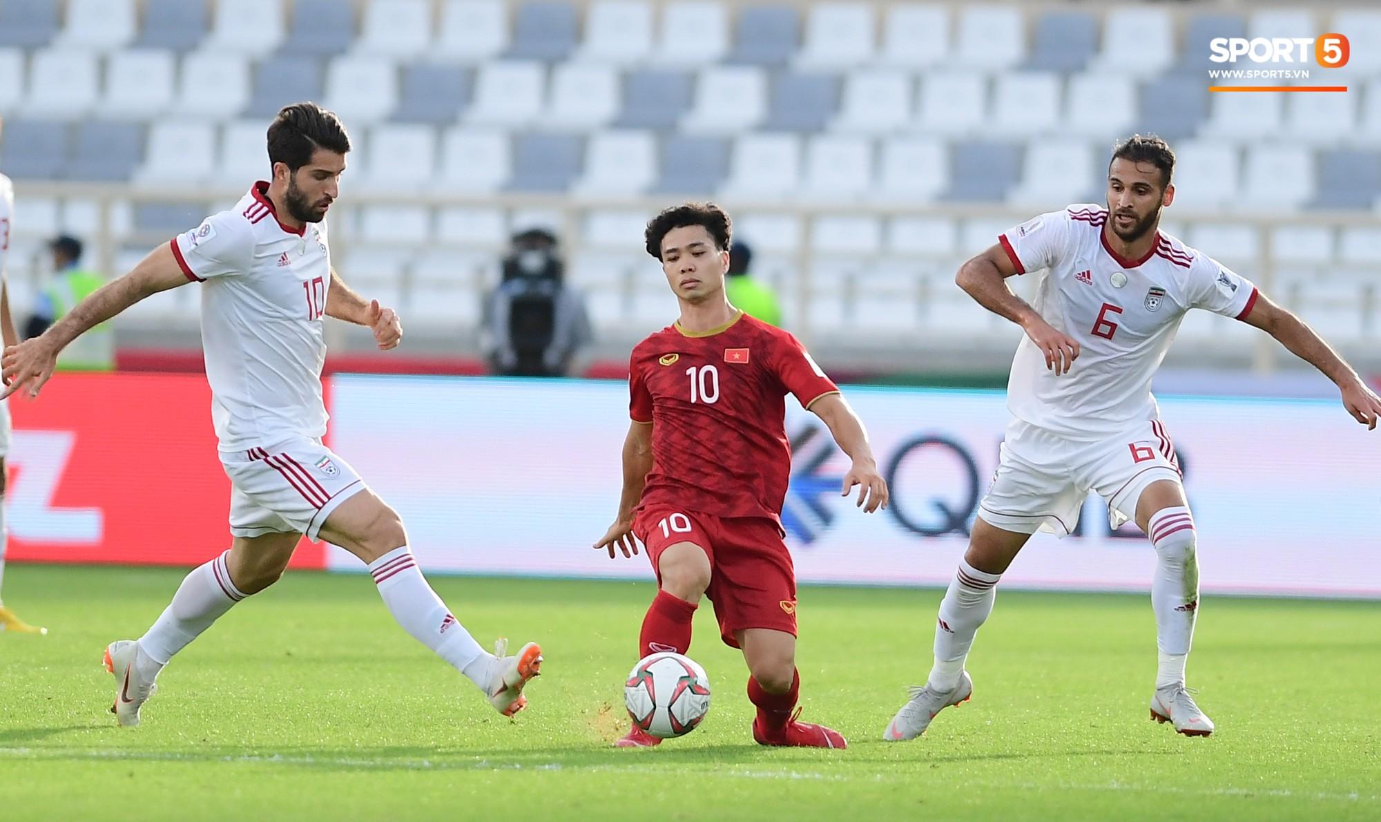 Nếu Công Phượng xử lý nhanh hơn, Duy Mạnh đã không lỡ hẹn trận đấu cuối cùng ở vòng bảng Asian Cup 2019 - Ảnh 2.
