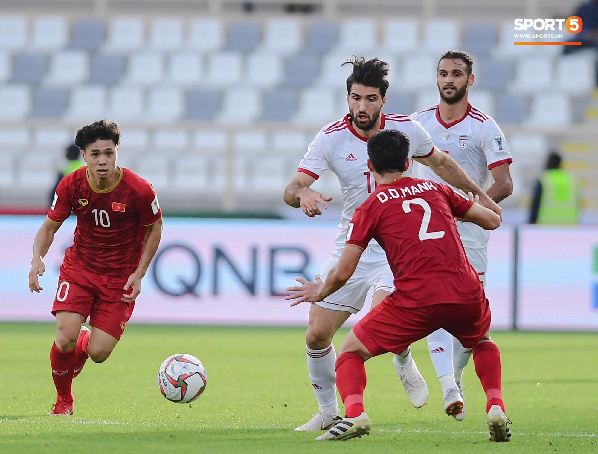 Nếu Công Phượng xử lý nhanh hơn, Duy Mạnh đã không lỡ hẹn trận đấu cuối cùng ở vòng bảng Asian Cup 2019 - Ảnh 3.
