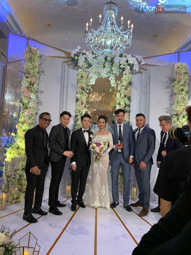 Hé lộ không gian cưới sang trọng của ca sĩ Lê Hiếu và bà xã Thu Trang - Ảnh 1.