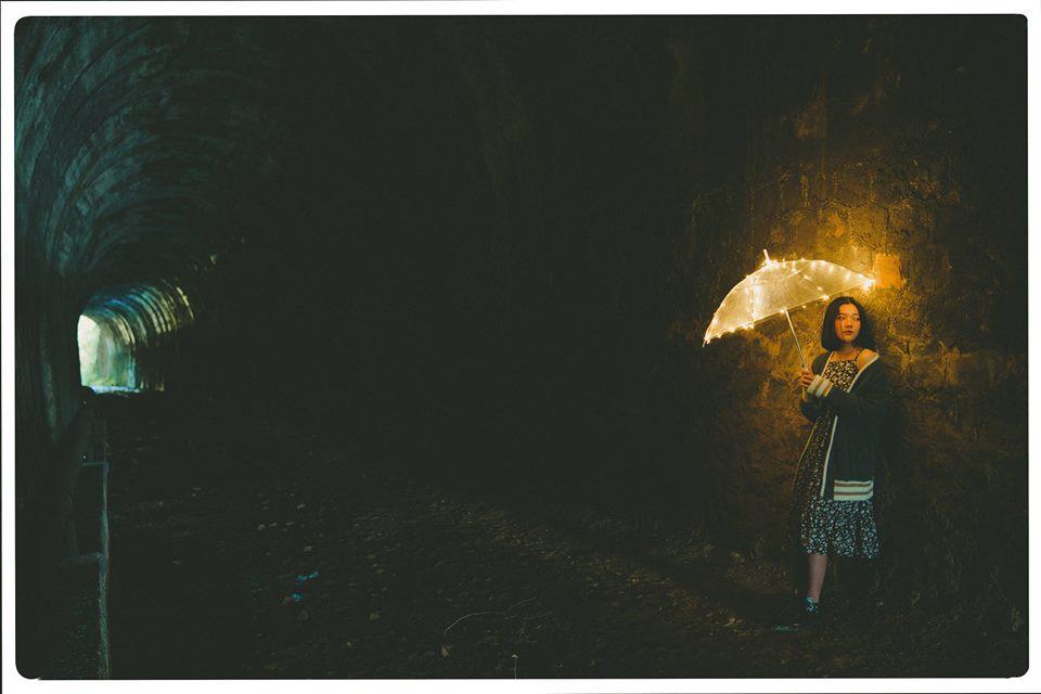 Hầm xe lửa Đà Lạt đẹp như phim Em sẽ đến cùng cơn mưa - Ảnh 2.