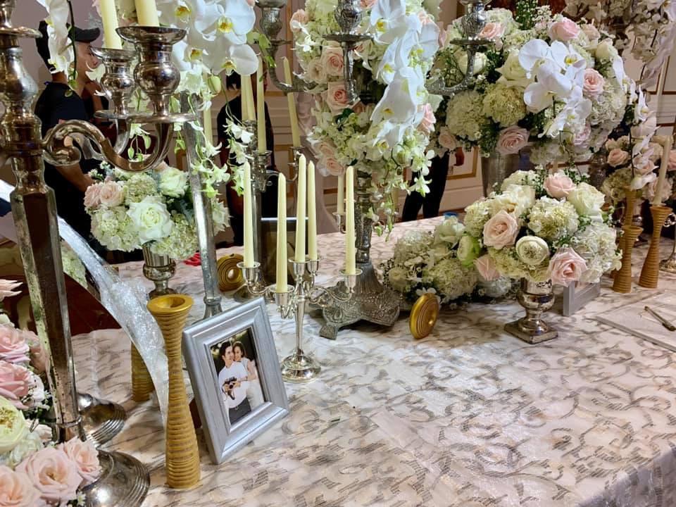 Lê Hiếu đã có mặt tại địa điểm tổ chức đám cưới, tất bật tập duyệt cho tiết mục đặc biệt trong hôn lễ tối nay - Ảnh 3.