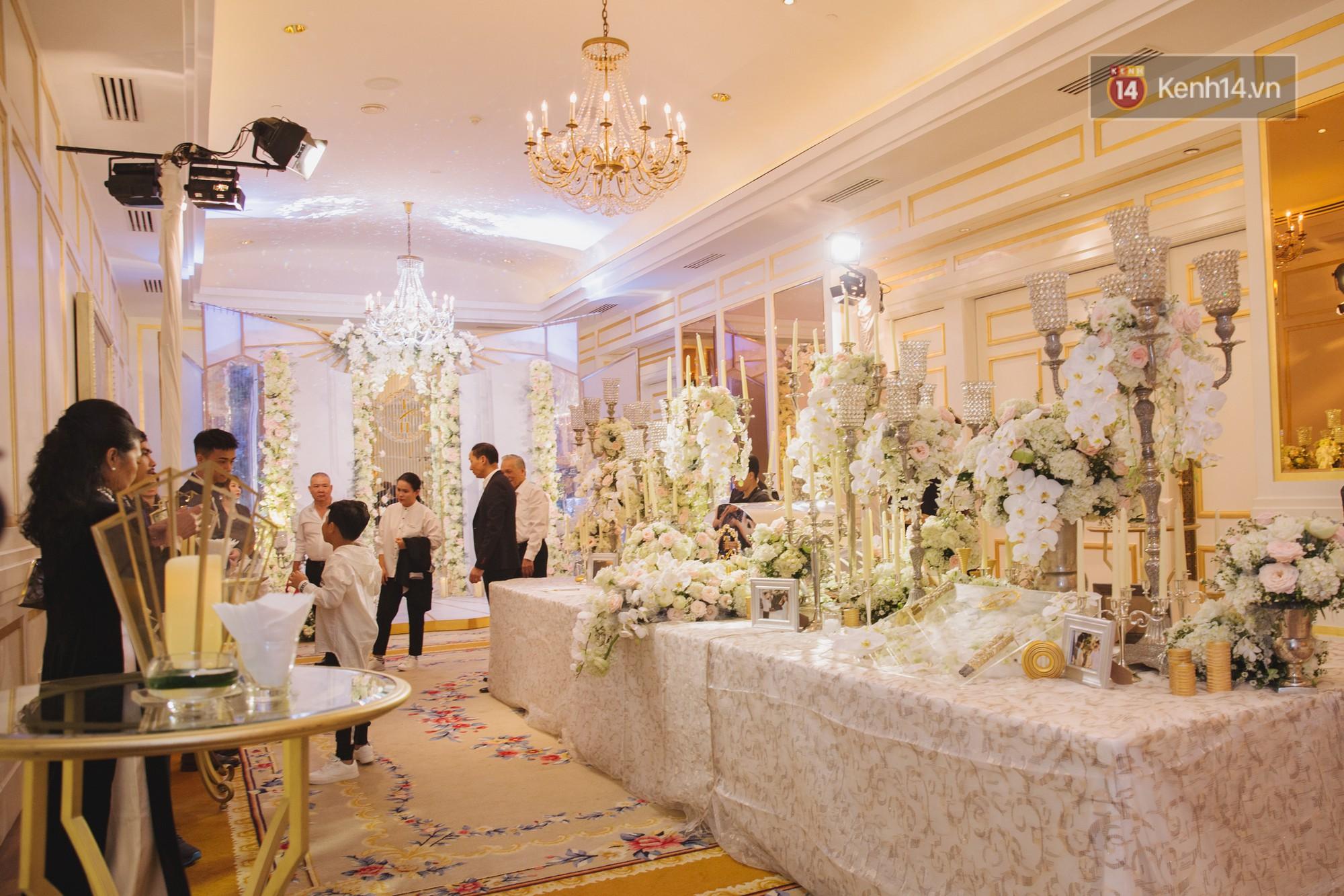 Hé lộ không gian cưới sang trọng của ca sĩ Lê Hiếu và bà xã Thu Trang - Ảnh 6.