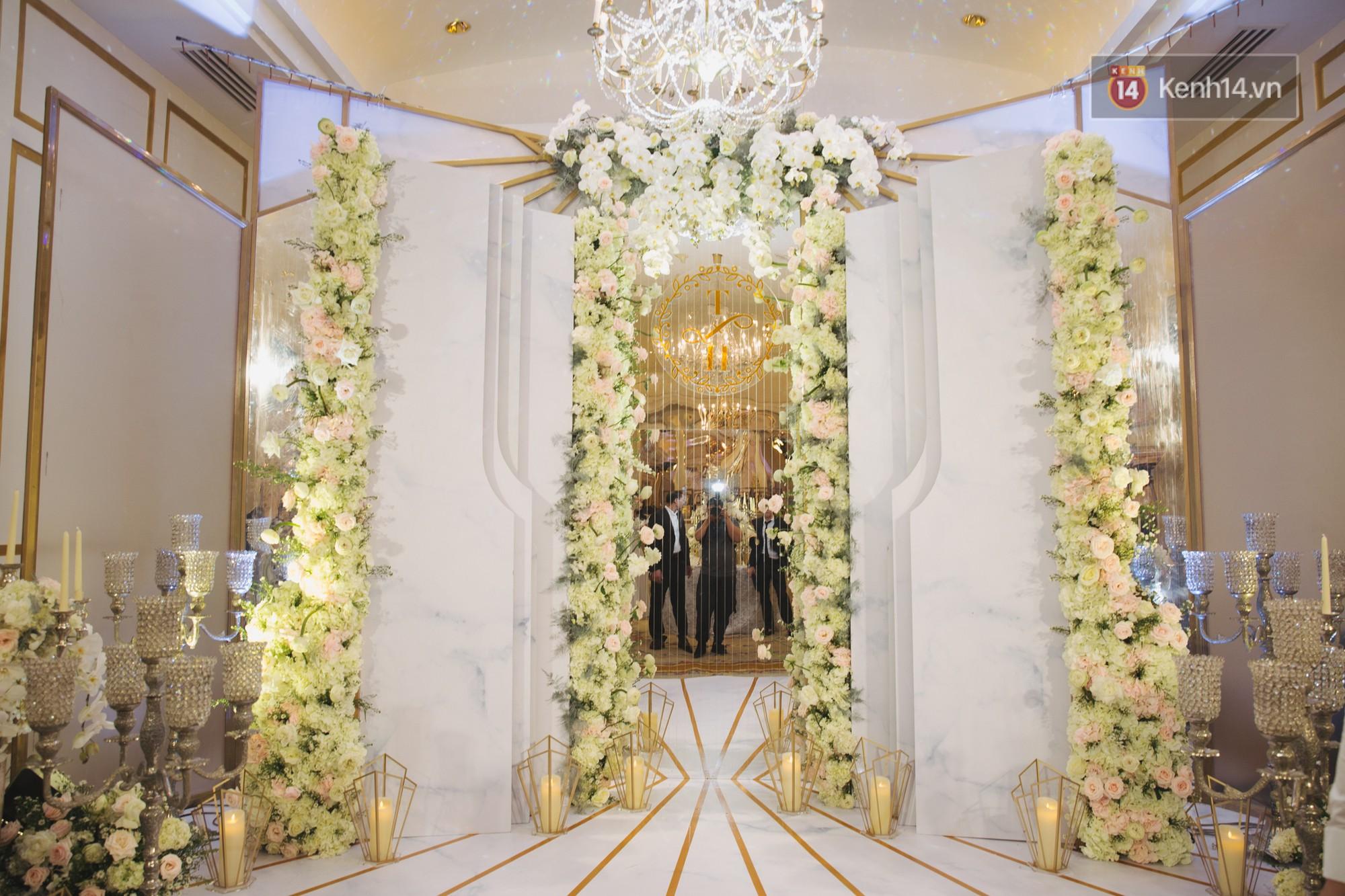 Hé lộ không gian cưới sang trọng của ca sĩ Lê Hiếu và bà xã Thu Trang - Ảnh 8.