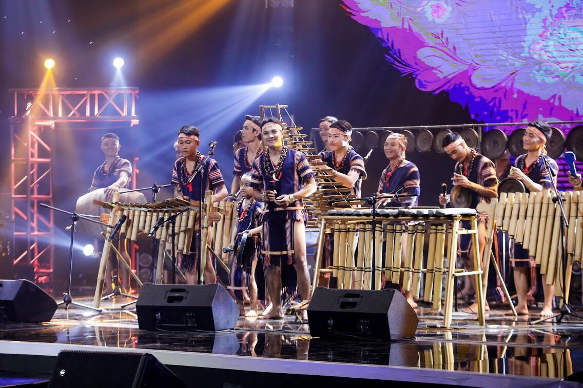 Ban nhạc Việt: Mang cả chồng ra chiêu dụ thí sinh nhưng Mỹ Linh vẫn không thắng nổi Phương Uyên - Ảnh 2.