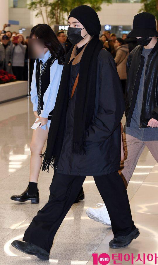 Màn đọ sắc siêu khủng: Jennie chiếm spotlight của 2 nữ thần Jisoo, Irene nhờ vòng 1 khủng, BTS khoe style cực chất - Ảnh 21.