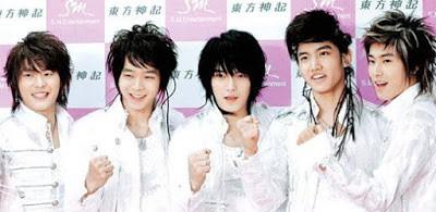 Dân mạng lục lại một thời đen tối của thời trang Hàn Quốc: Bi Rain mặc áo xẻ ngực sâu hơn cả chị em - Ảnh 19.