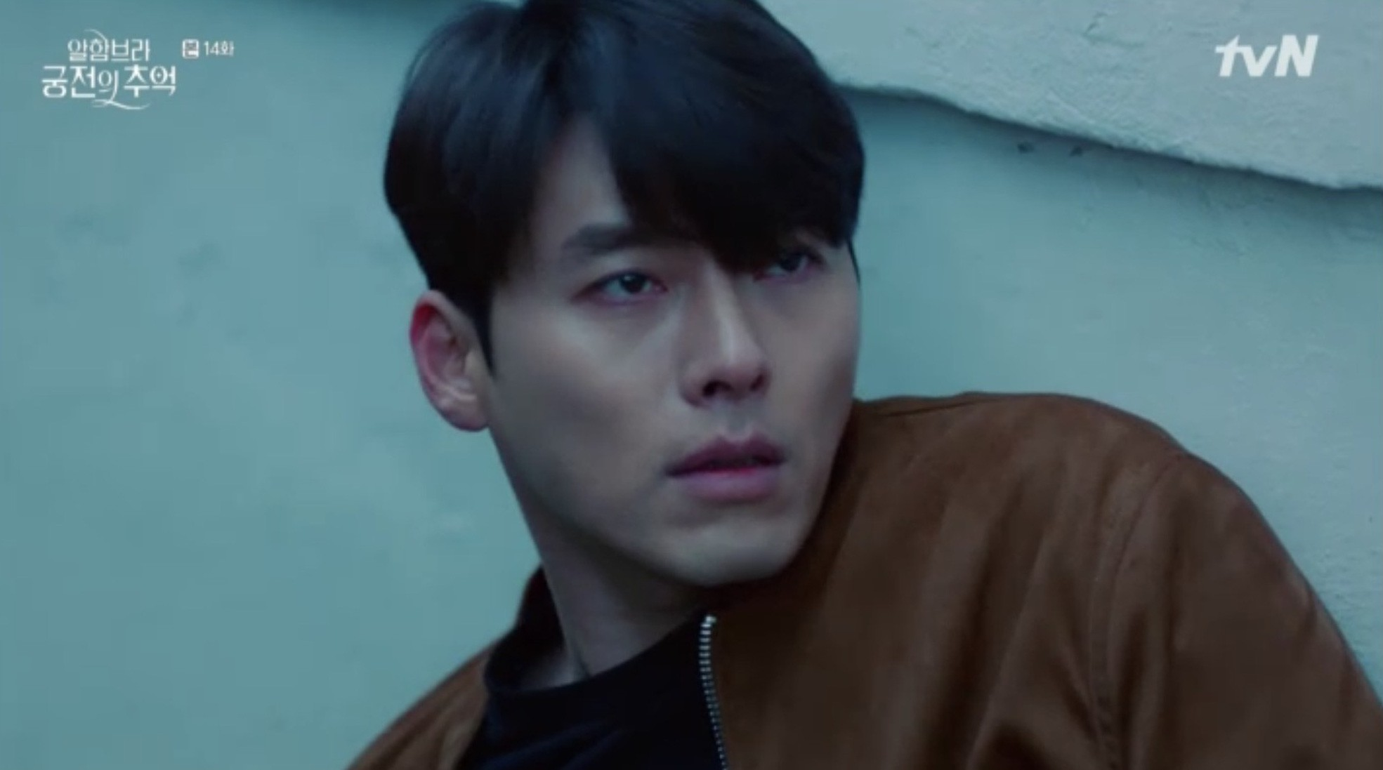 """Park Shin Hye khóc tiễn lâm li như thể Hyun Bin sắp ra chiến trường ở """"Hồi Ức Alhambra"""" - Ảnh 10."""