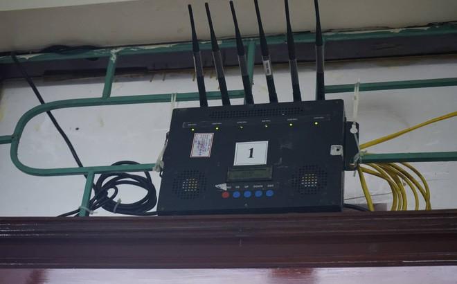 Xử vụ án chạy thận: Phòng báo chí lắp 2 cục áp chế sóng di động, phóng viên tác nghiệp khó khăn - Ảnh 1.