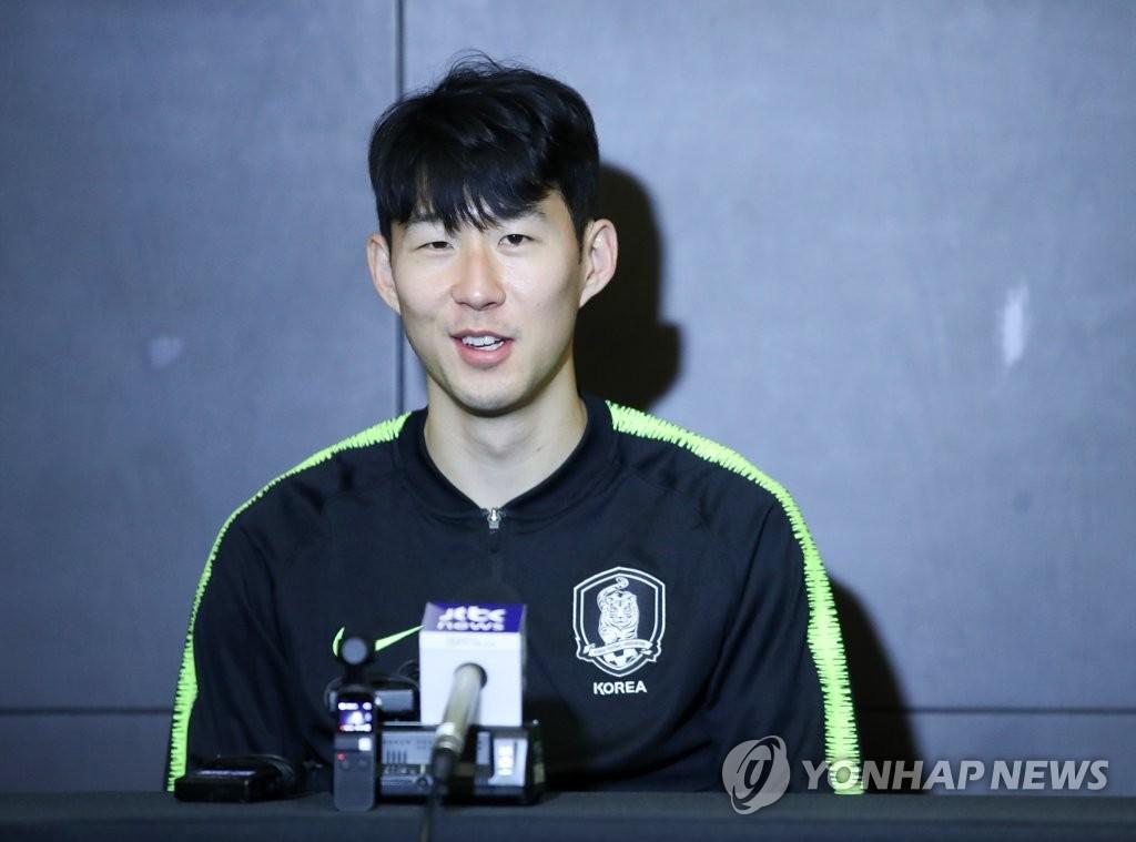 Buổi phỏng vấn đầu tiên của Son Heung-min ở Asian Cup 2019: Tôi hứa sẽ mang cúp về cho đồng đội Tottenham chiêm ngưỡng - Ảnh 1.