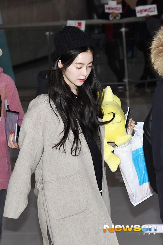 Màn đọ sắc siêu khủng: Jennie chiếm spotlight của 2 nữ thần Jisoo, Irene nhờ vòng 1 khủng, BTS khoe style cực chất - Ảnh 13.