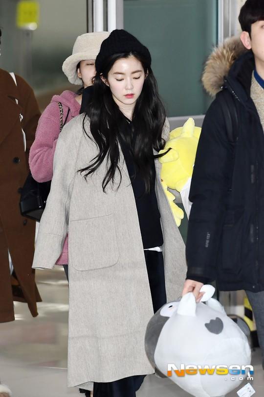 Màn đọ sắc siêu khủng: Jennie chiếm spotlight của 2 nữ thần Jisoo, Irene nhờ vòng 1 khủng, BTS khoe style cực chất - Ảnh 14.