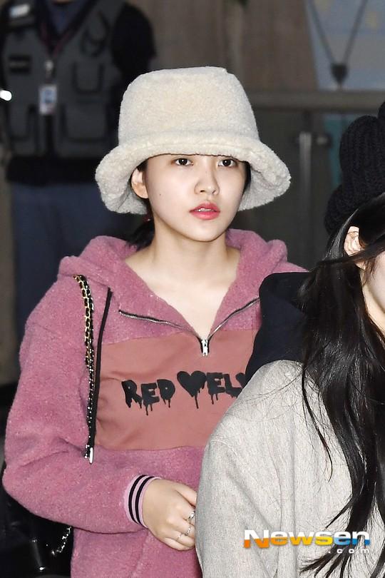 Màn đọ sắc siêu khủng: Jennie chiếm spotlight của 2 nữ thần Jisoo, Irene nhờ vòng 1 khủng, BTS khoe style cực chất - Ảnh 17.
