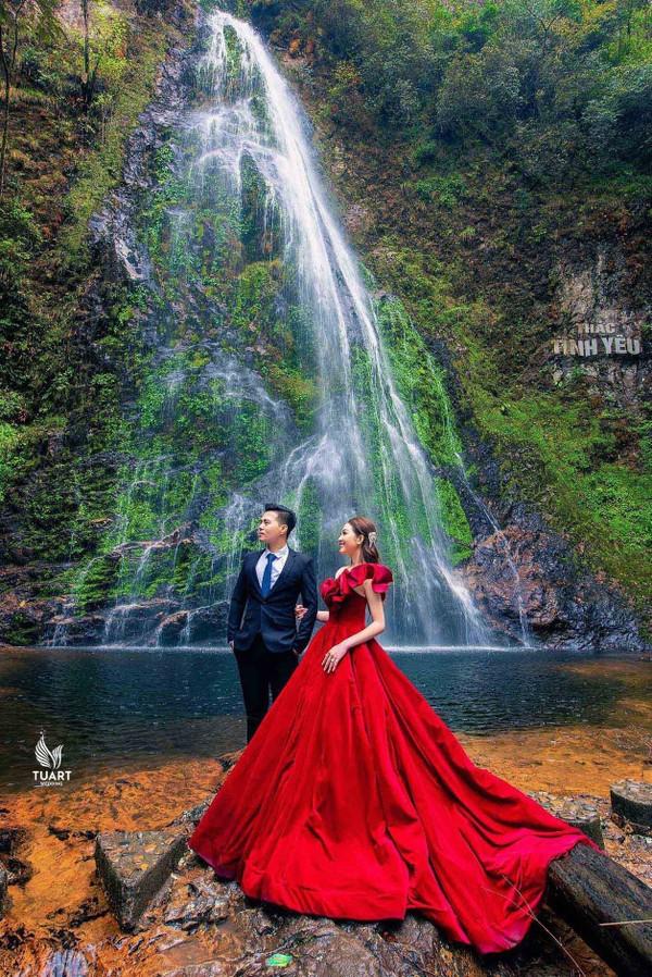Bộ ảnh cưới đẹp như mơ cùng gia thế khủng của cô dâu vàng đeo trĩu cổ sống trong lâu đài 7 tầng ở Nam Định - Ảnh 14.