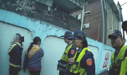 Đài Loan bắt giữ 11 lao động Việt trốn trong xe tải chở hàng - Ảnh 2.