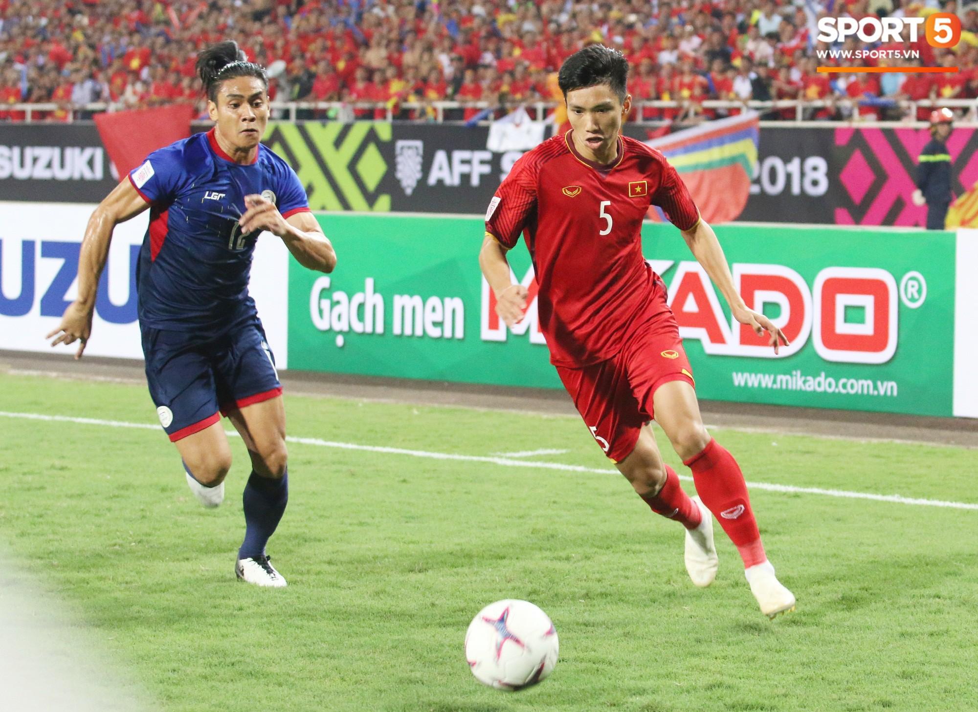 Lý giải bất ngờ của mẹ Văn Hậu về bức ảnh nhìn như thôi miên cậu con trai tại AFF Cup 2018 - Ảnh 6.