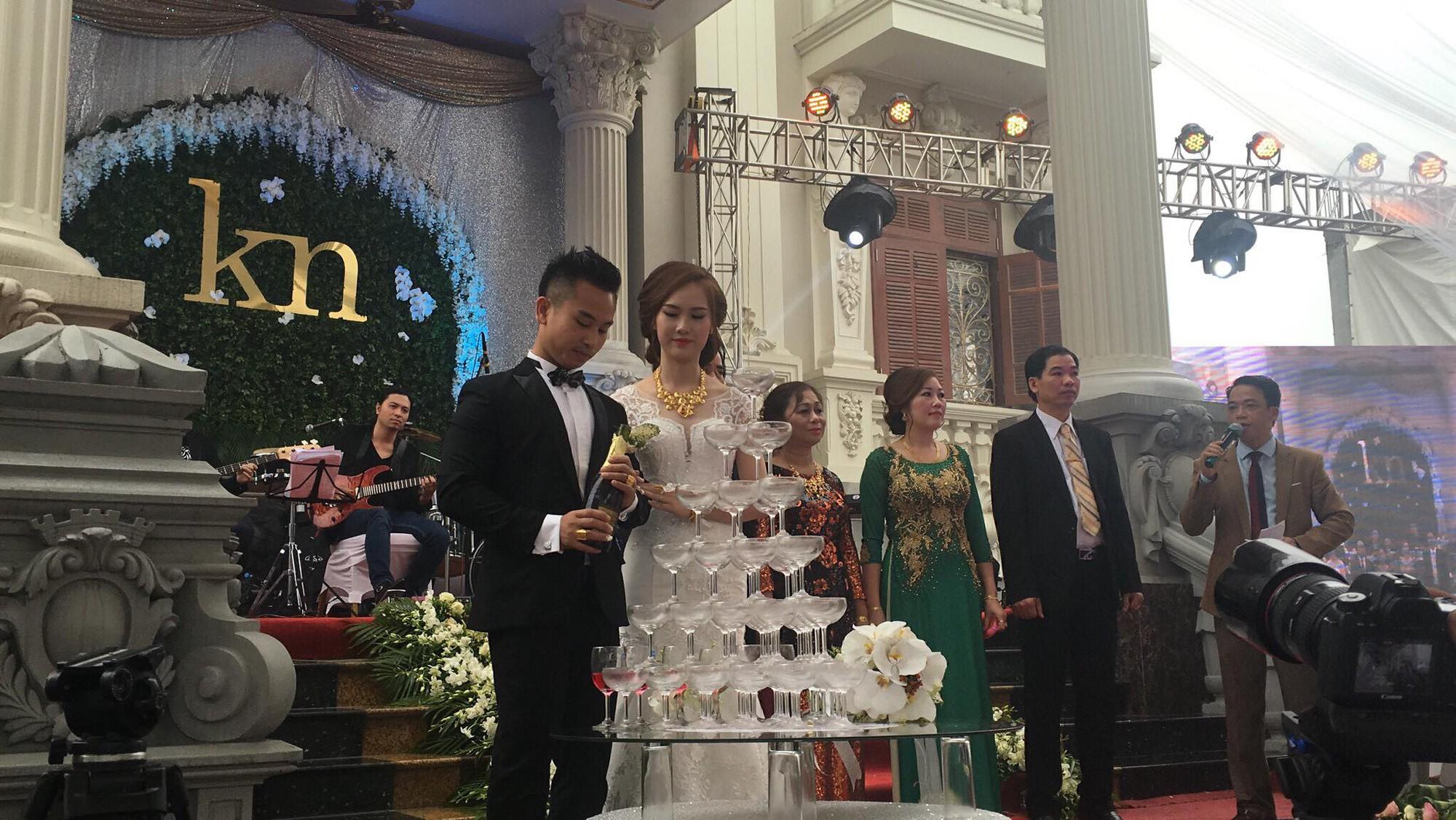 Đám cưới tại lâu đài trăm tỷ, rước dâu bằng Rolls-Royce và máy bay: Nam Định xứng đáng đứng đầu về độ chịu chơi tổ chức đám cưới - Ảnh 9.