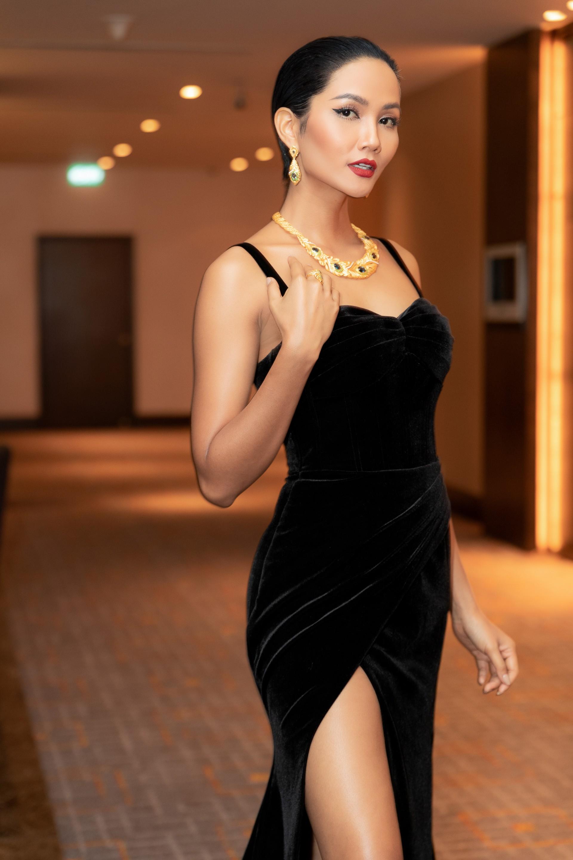 Cùng mái tóc bị chê thảm họa 1 năm trước, HHen Niê trở lại xứng danh Hoa hậu được bình chọn đẹp nhất hành tinh - Ảnh 1.