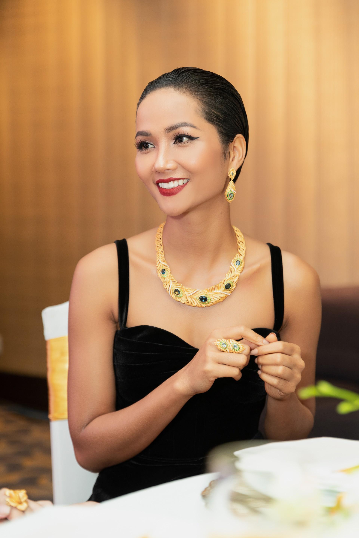 Cùng mái tóc bị chê thảm họa 1 năm trước, HHen Niê trở lại xứng danh Hoa hậu được bình chọn đẹp nhất hành tinh - Ảnh 3.