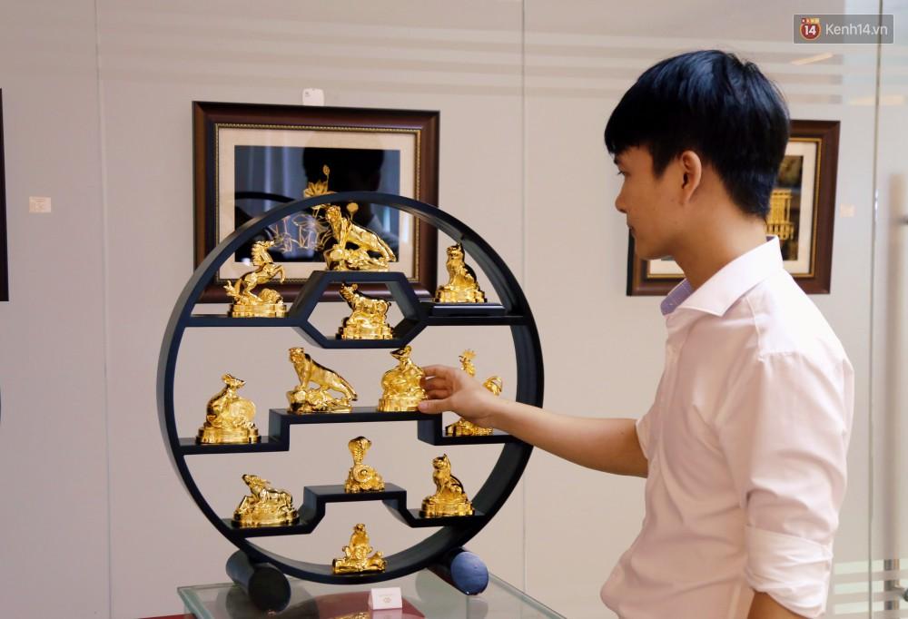 Tượng heo vàng giá hàng trăm triệu đồng được người Sài Gòn săn lùng để chơi Tết Kỷ Hợi 2019 - Ảnh 1.