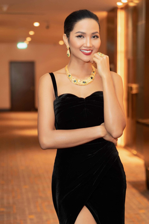 Cùng mái tóc bị chê thảm họa 1 năm trước, HHen Niê trở lại xứng danh Hoa hậu được bình chọn đẹp nhất hành tinh - Ảnh 2.