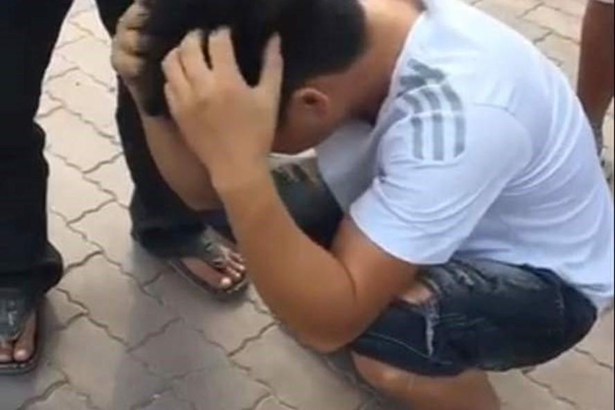 Vụ 2 vợ chồng bị container cán tử vong khi chở 2 con nhỏ đi mua quần áo Tết: Tài xế ôm mặt khóc rưng rức khi biết sự việc đau lòng - Ảnh 1.