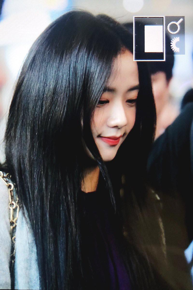 Quên đi ồn ào của Jennie, dân tình đang bị hớp hồn vì nhan sắc thánh thần cũng phải mê mẩn của Jisoo hôm nay - Ảnh 9.