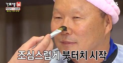 HLV Park Hang Seo chịu chơi hoá thỏ hồng cute trên show truyền hình của Hàn Quốc