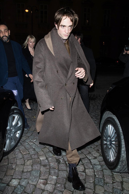 Từng đẹp trai nhất thế giới, Robert Pattinson bỗng kém sắc tới mức bị chê trông như kẻ giết người cuồng loạn - Ảnh 1.