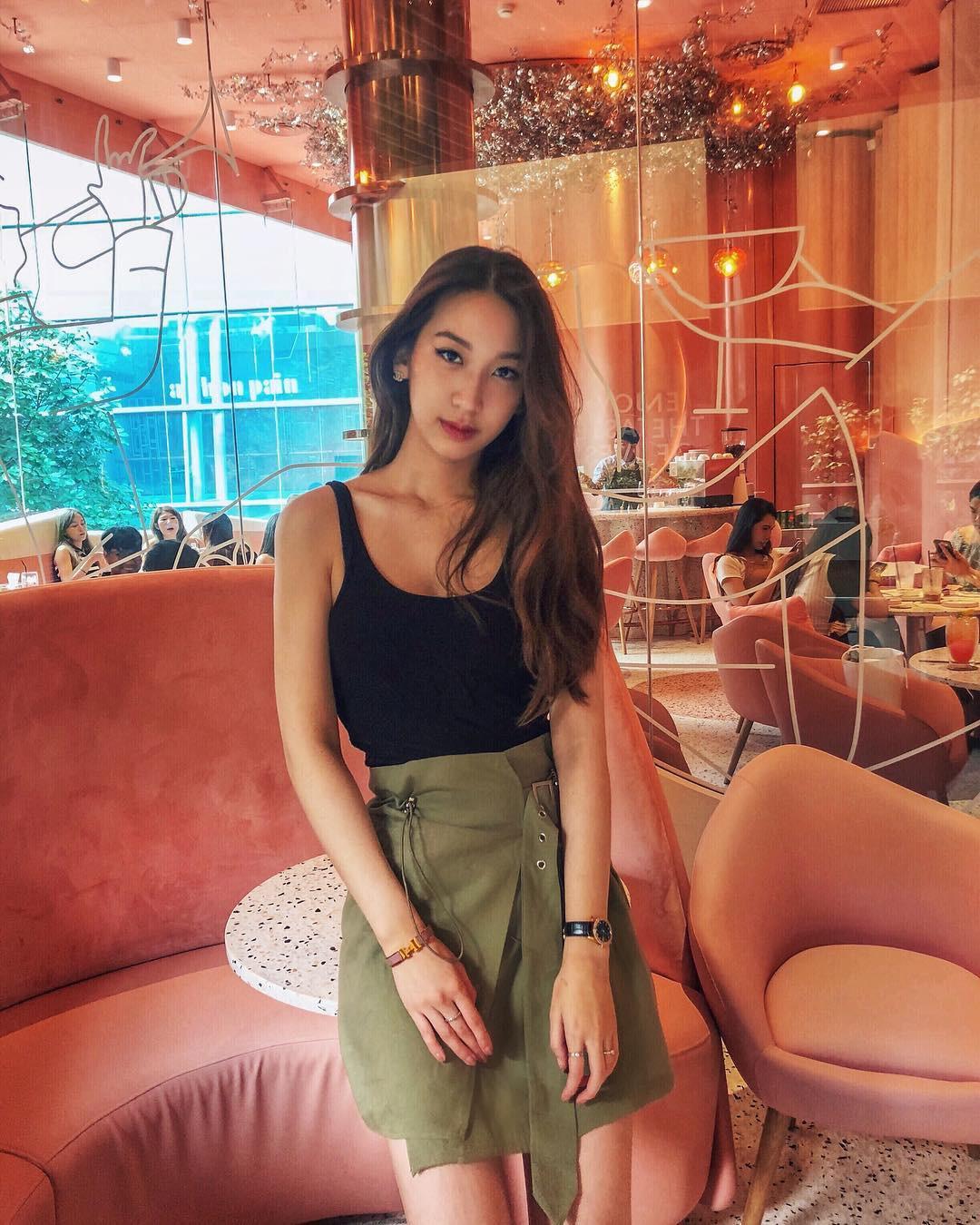 Hội bạn thân xinh đẹp, toàn du học sinh của 2 chị em hot girl Lào gốc Việt - Ảnh 4.