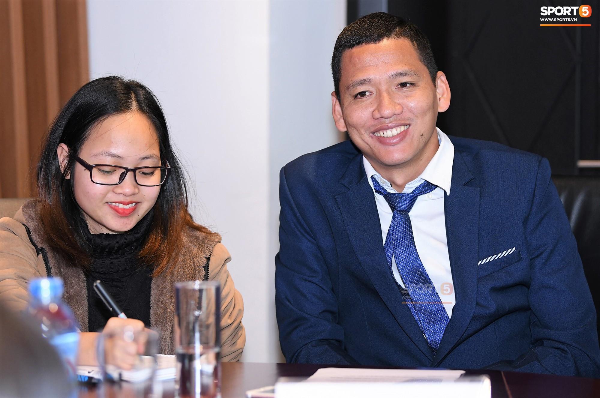 Tiền đạo tỷ phú Anh Đức tiết lộ về lương bổng và cách tiêu tiền của cầu thủ Việt - Ảnh 1.