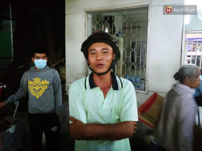 Người thân các nạn nhân tử vong trong vụ tai nạn kinh hoàng ở Long An khóc ngất tại bệnh viện: Con ơi, sao bỏ bố mẹ mà đi... - Ảnh 5.