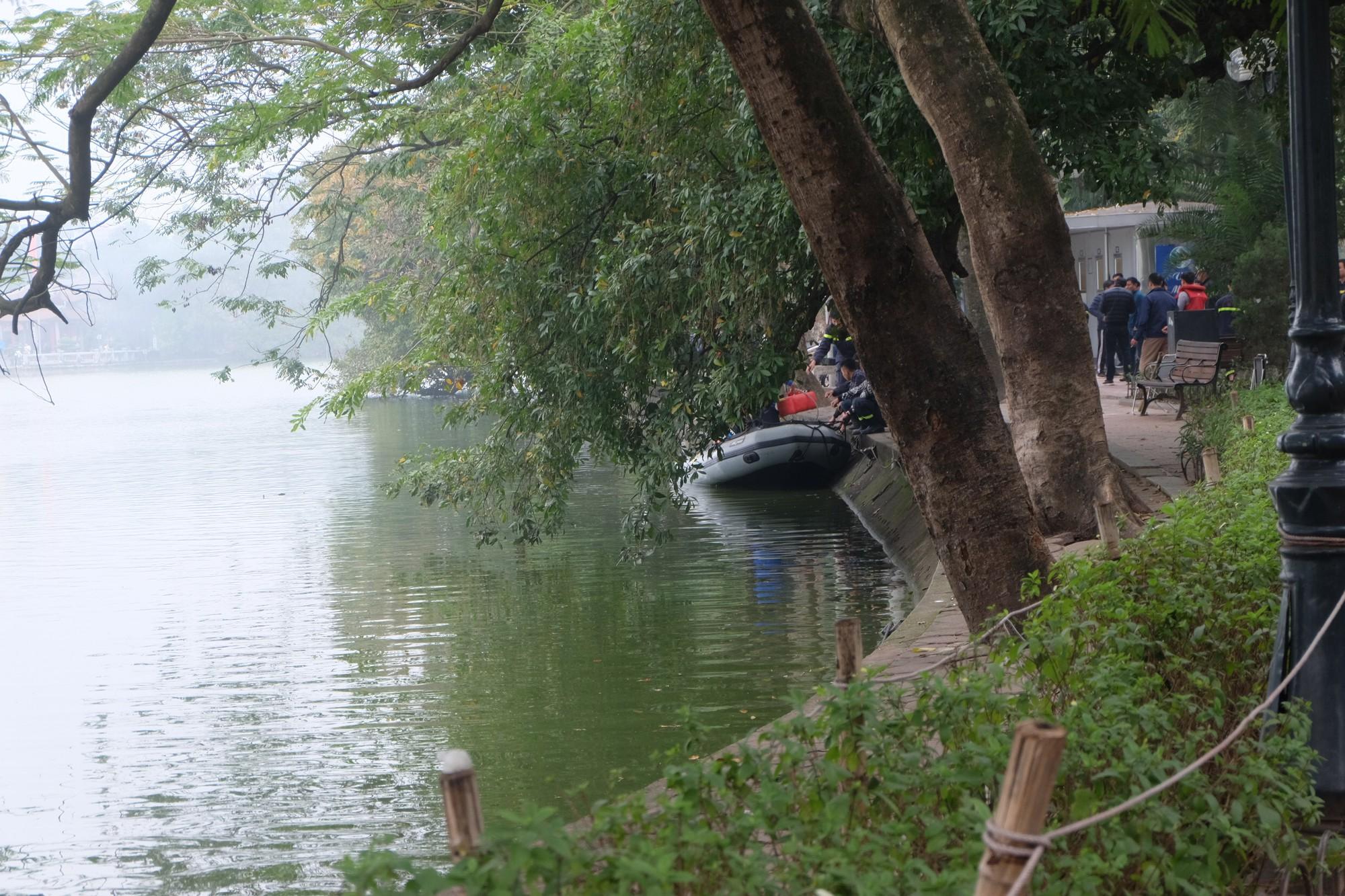 Hà Nội: Người đàn ông trung niên đuối nước ở hồ Gươm khi cố tình bơi ra tháp rùa - Ảnh 4.