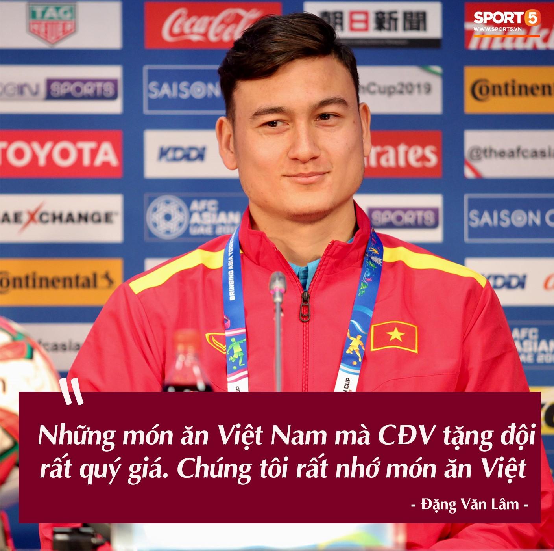 Trước vòng đấu loại trực tiếp Asian Cup 2019, Đặng Văn Lâm tuyên bố: Anh sẽ về, nhưng không phải hôm nay - Ảnh 1.