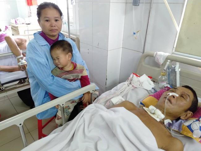 Nghệ An: Con trai 2 tuổi sợ hãi khóc thét sau 2 tháng gặp lại bố bị tai nạn giao thông - Ảnh 2.
