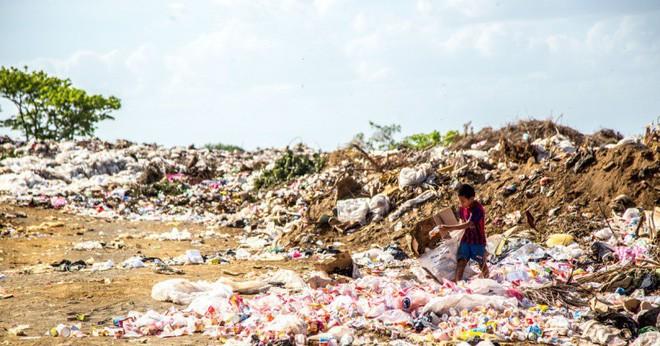 Tiền tái chế rác thải nhựa có thể đủ để mua cả NFL, Apple và Microsoft - Ảnh 1.