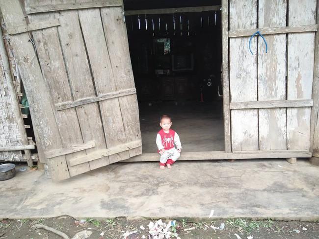 Nghệ An: Con trai 2 tuổi sợ hãi khóc thét sau 2 tháng gặp lại bố bị tai nạn giao thông - Ảnh 11.
