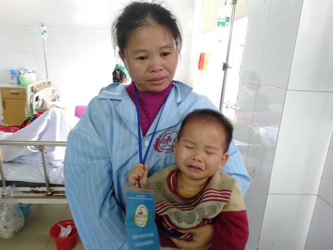 Nghệ An: Con trai 2 tuổi sợ hãi khóc thét sau 2 tháng gặp lại bố bị tai nạn giao thông - Ảnh 4.