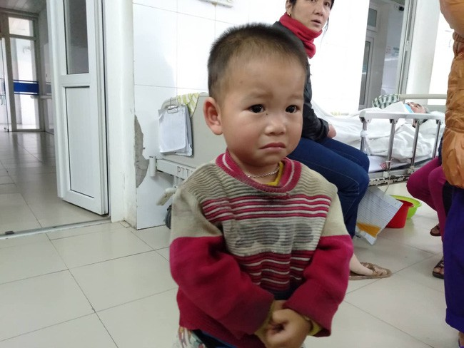 Nghệ An: Con trai 2 tuổi sợ hãi khóc thét sau 2 tháng gặp lại bố bị tai nạn giao thông - Ảnh 5.