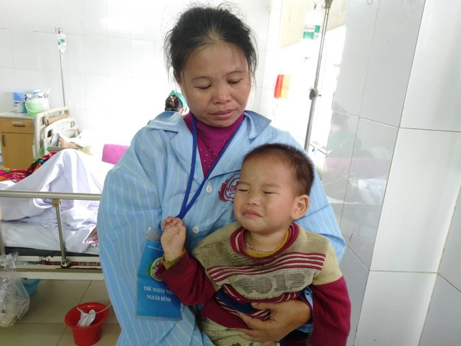 Nghệ An: Con trai 2 tuổi sợ hãi khóc thét sau 2 tháng gặp lại bố bị tai nạn giao thông - Ảnh 9.