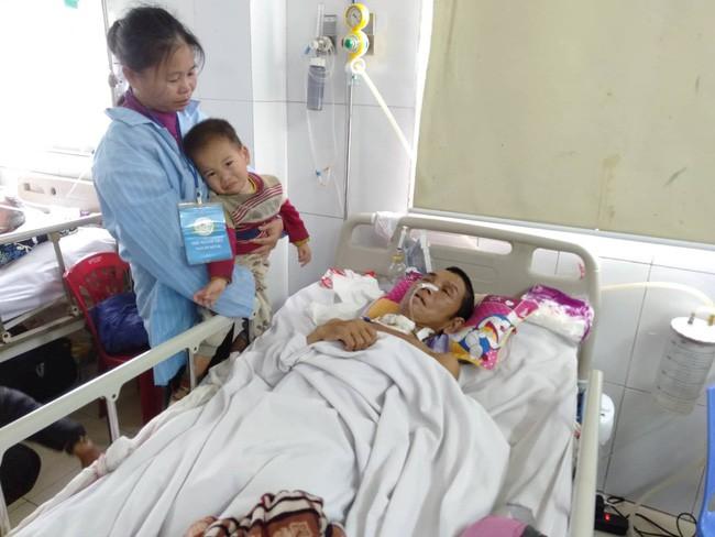 Nghệ An: Con trai 2 tuổi sợ hãi khóc thét sau 2 tháng gặp lại bố bị tai nạn giao thông - Ảnh 10.
