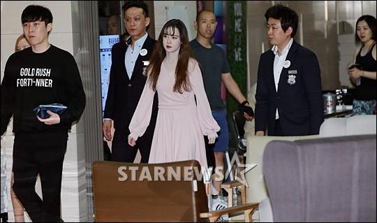 Nghịch lý Goo Hye Sun: Để không chiếm spotlight trong mọi bức ảnh, cô đã phải áp dụng thủ thuật makeup này - Ảnh 7.